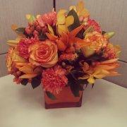 bukiet wykonany ze sztucznych kwiatów